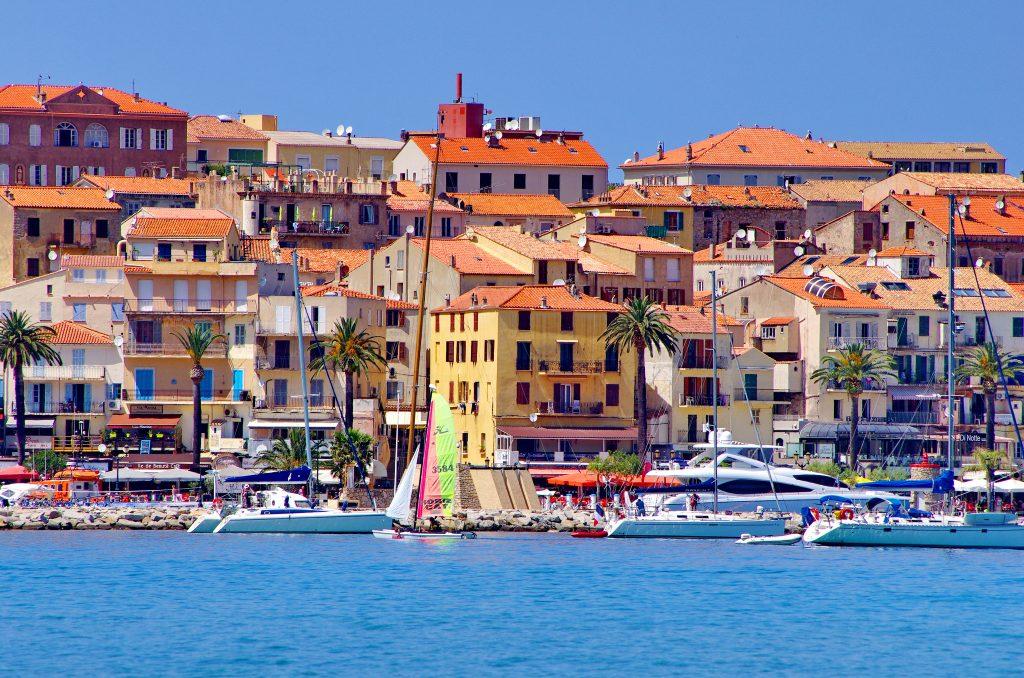 Hôtels club & villages vacances en Corse du Sud – Où réserver ?