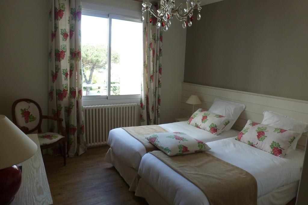 hotel royan bord de mer la s lection de la r daction. Black Bedroom Furniture Sets. Home Design Ideas